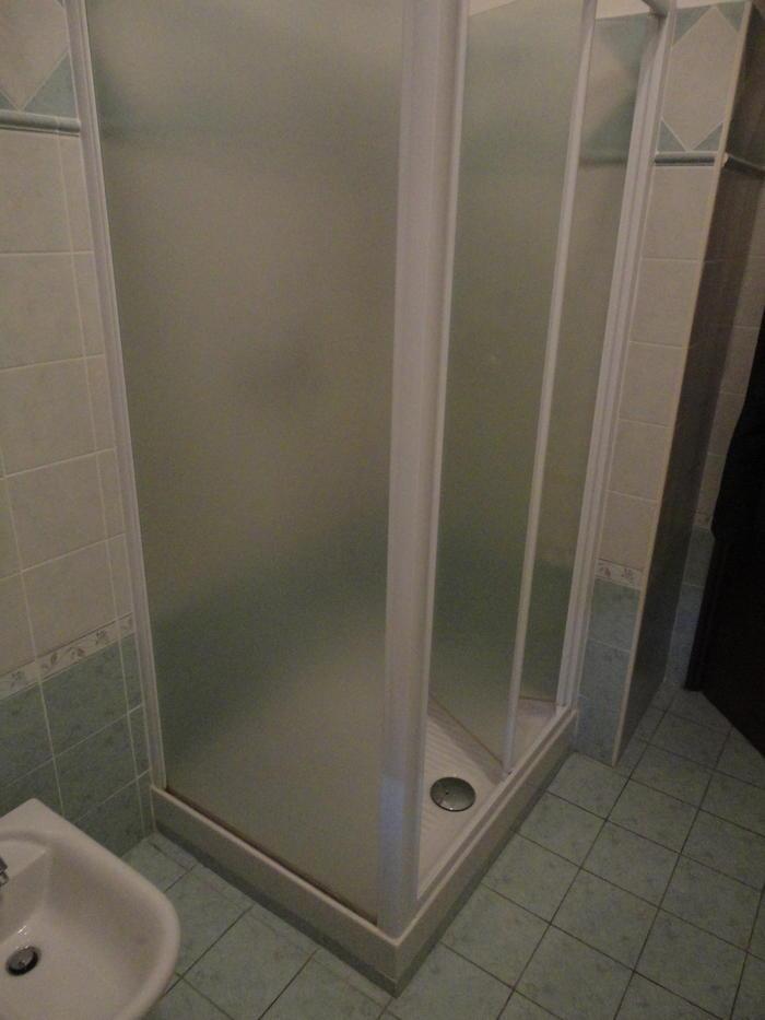 Parete Doccia Senza Piastrelle: Resina su piastrelle bagno coprire le del.