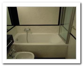 Sostituzione vasca da bagno in acrilico milano trasformazione vasca in doccia milano tel - Sostituzione vasca da bagno ...