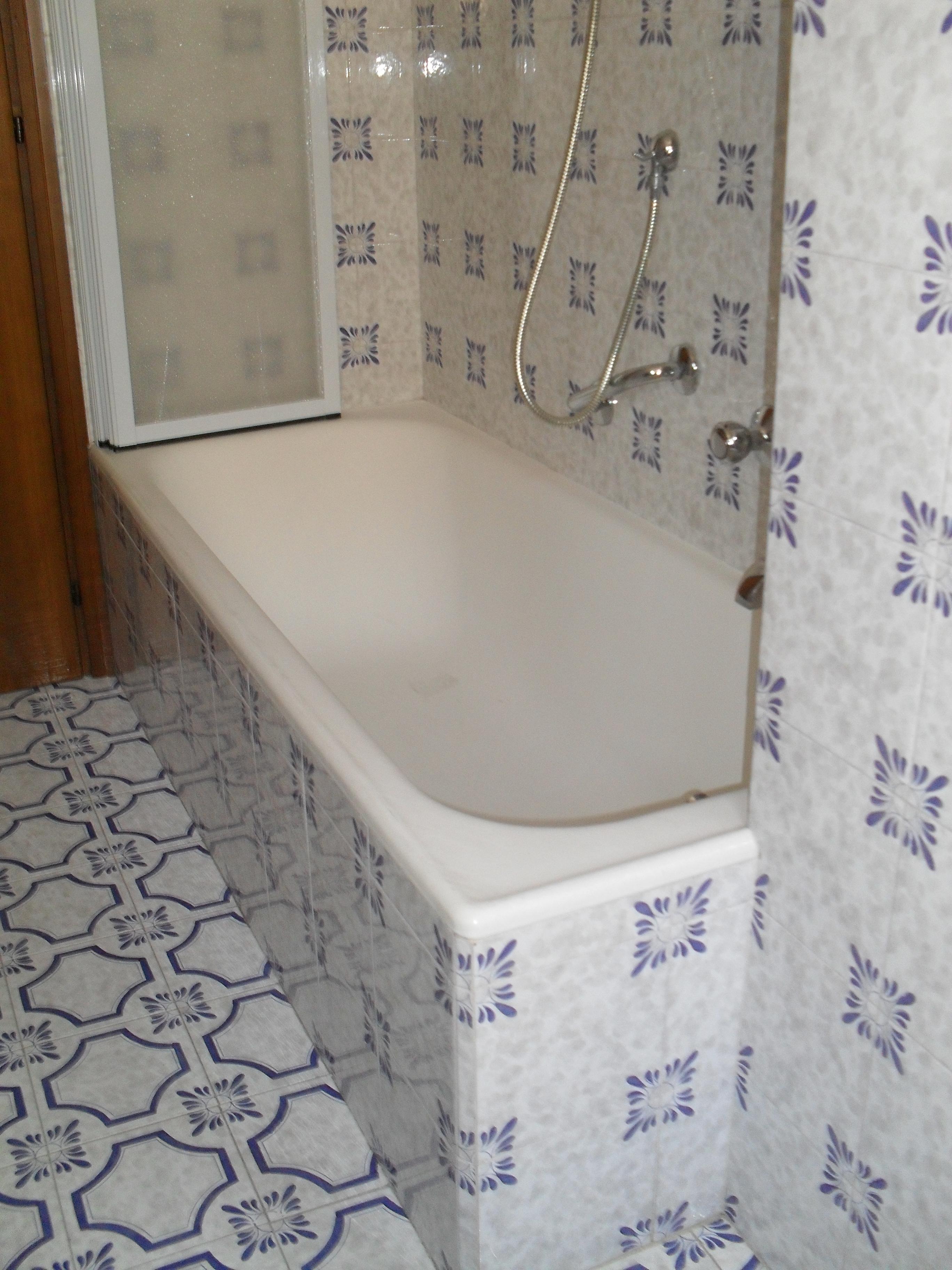 Trasformazione vasca in doccia milano tel 800968995 - Piatto doccia incassato nel pavimento ...