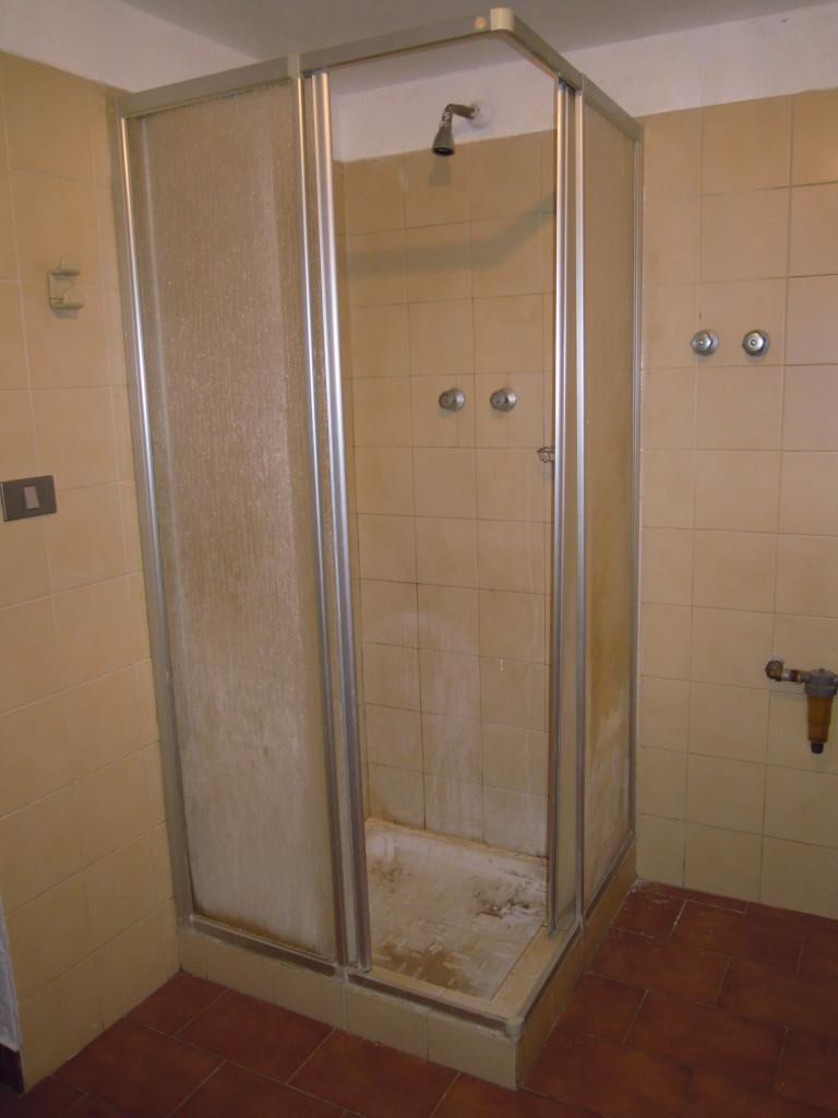 Sostituzione piatto doccia senza rompere le piastrelle - Togliere piastrelle bagno ...
