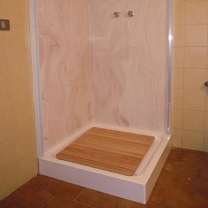 Trasformazione vasca in doccia preventivo e sopralluogo gratuito tel 800968995 - Piatto doccia piastrelle ...